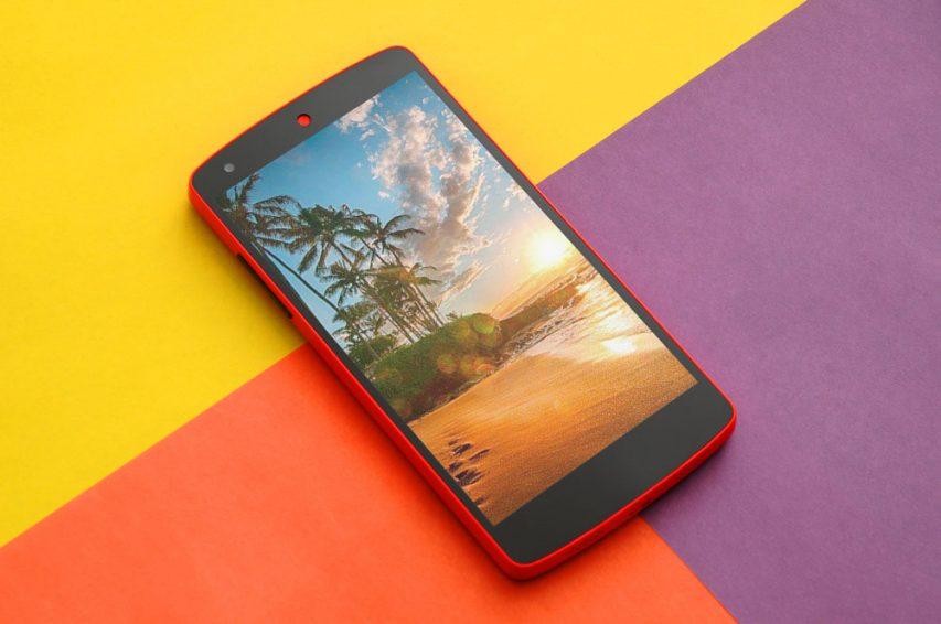 Y!mobileのNexus 5から、次はどのスマホに機種変するべきか悩む。