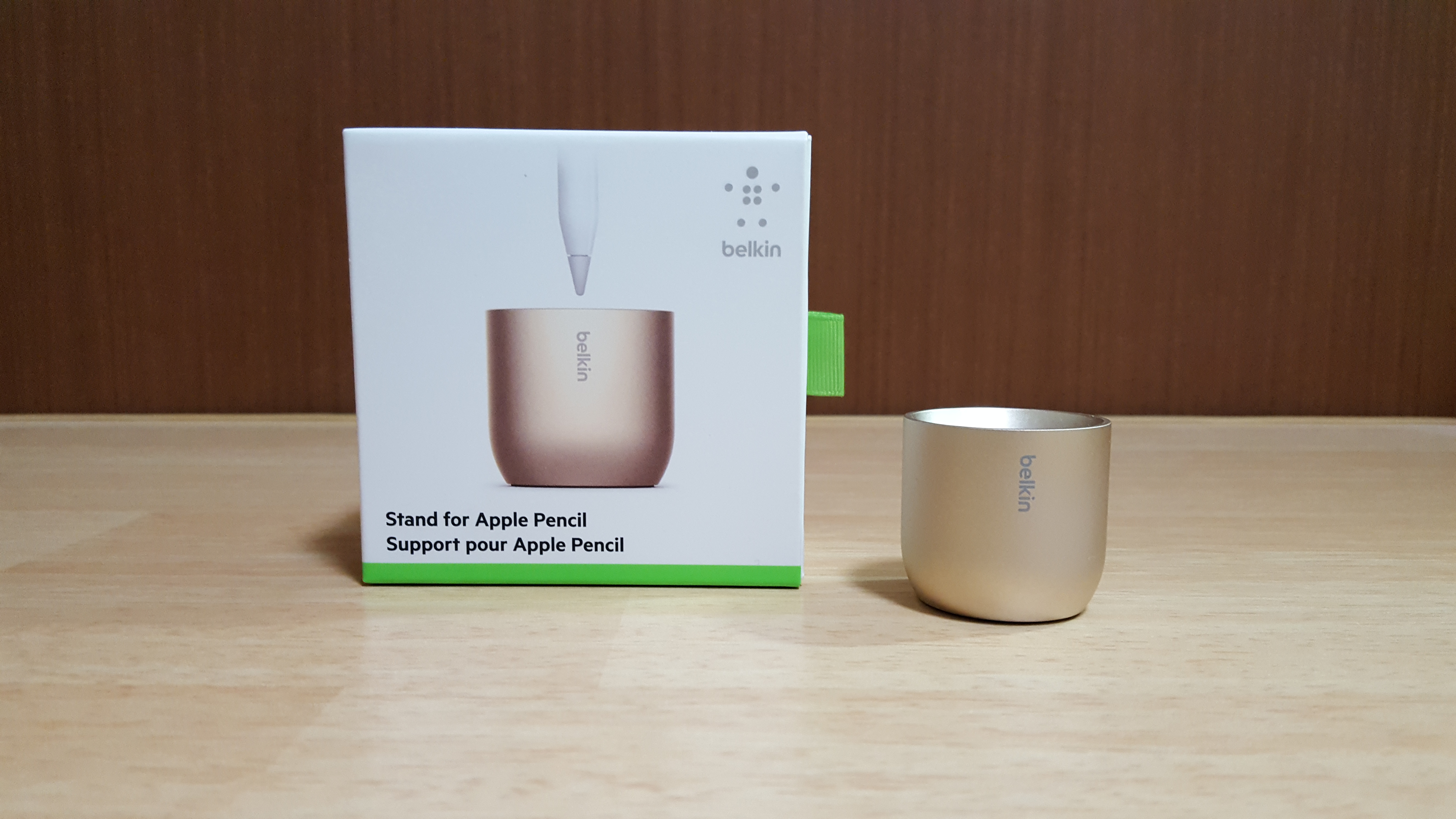 belkin「Stand for Apple Pencil」購入。その名のとおり、Apple Pencilを差すだけのスタンド。