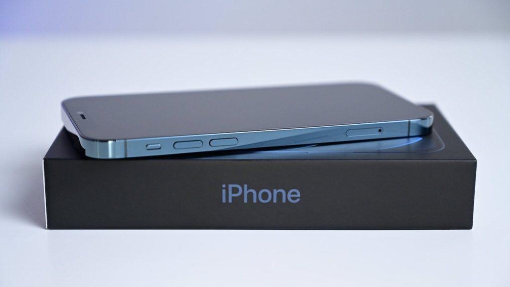 今年のiPhoneの名称は「iPhone (2021)」?