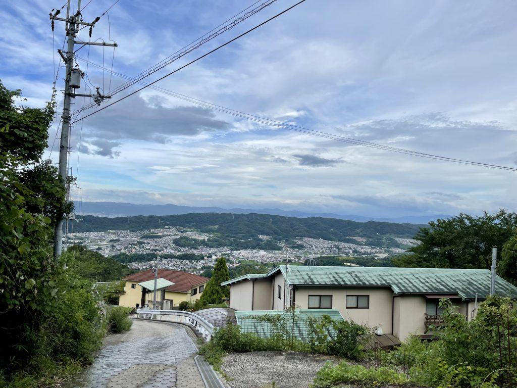 妻とふたりで地元の山を一時間以上かけて散歩(半ば登山)してきました